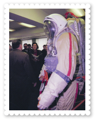 2536-royal-activity-russia-cosmonaut-space-suit
