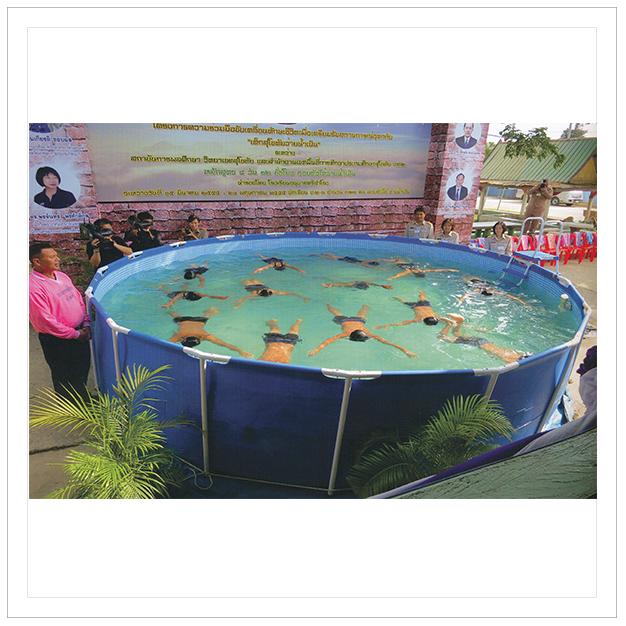 ชัยนาท 31 พฤษภาคม 2555 เด็กหัดว่ายน้ำเตรียมพร้อมรับน้ำท่วม